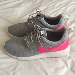 Nike Roshe - 7Y or 8.5 women